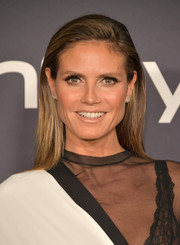 Heidi Klum looked simply elegant with her loose straight hairstyle at the 2017 InStyle Awards.