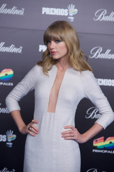 More Pics of Taylor Swift Long Curls with Bangs (1 of 16) - Long Curls with Bangs Lookbook - StyleBistro