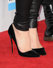 Pointy velvet heels completed Gwen Stefani's sleek look at the 2012 AMAs.