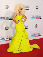 Nicki Minaj toned down her typical OTT and out-of-this world style for the 2012 AMAs—but she still showed her fondness for bright color!