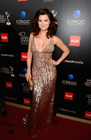 Heather simply sparkled in this bronze sequined gown at the Daytime Emmy Awards.