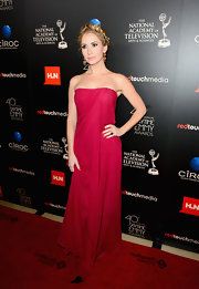 Ashley opted for a fuchsia draped strapless dress for the Daytime Emmy Awards.