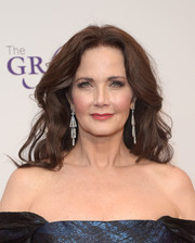 Lynda Carter wore her hair down with a center part and high-volume waves at the Gracie Awards.