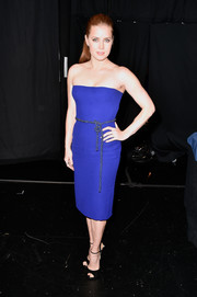Amy Adams was simply sophisticated in a cobalt Gucci strapless dress with a crystal belt during the People's Choice Awards.