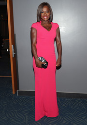 Viola Davis complemented her striking gown with a fan-shaped Rauwolf clutch in pearlized gray.