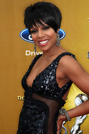 Wendy Raquel Robinson amped up the glamour with a pair of dramatic diamond chandelier earrings.
