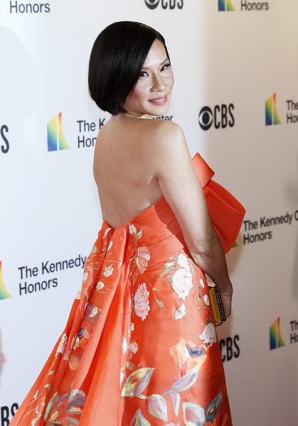 More Pics of Lucy Liu Satin Clutch (1 of 6) - Lucy Liu Lookbook - StyleBistro [lucy liu,annual kennedy center honors,hair,clothing,shoulder,dress,hairstyle,beauty,skin,red carpet,strapless dress,premiere,the kennedy center,washington dc]