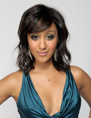 Tamera Mowry stepped up her beauty routine for the NAACP Image Awards with olive green metallic eyeshadow. She brightened up her inner lids with a touch of gold shadow.