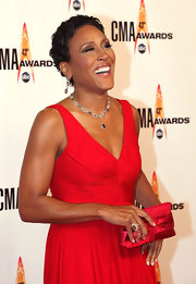 Robin Roberts accessorized with a lovely gemstone Y-drop necklace at the CMA Awards.