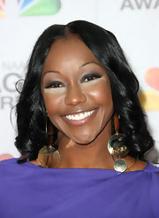 Carmelita Jeter looked stunning at the 43rd NAACP Image Awards wearing her medium length waves.