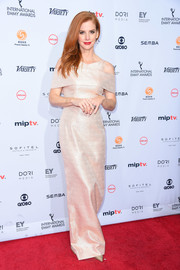 Sarah Rafferty looked trendy and glam in a champagne-hued cold-shoulder gown by Christian Siriano at the International Emmy Awards.