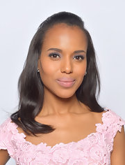 Kerry's sleek pink lips were the perfect complement to her look.