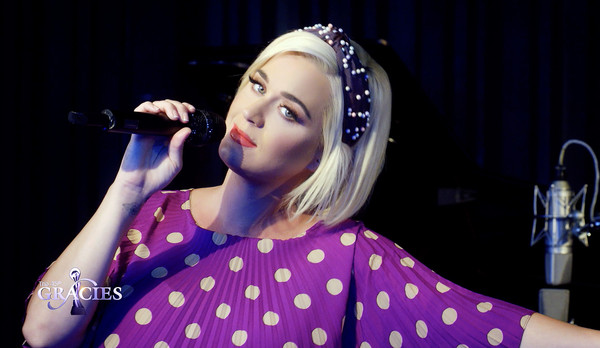 Katy Perry accessorized with a cute beaded headband for the 45th Anniversary Gracie Awards.