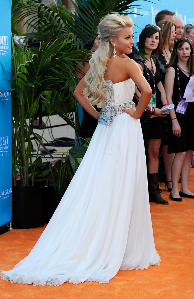 More pics of julianne hough half up half down 9 of 21 for Julianne hough wedding pictures