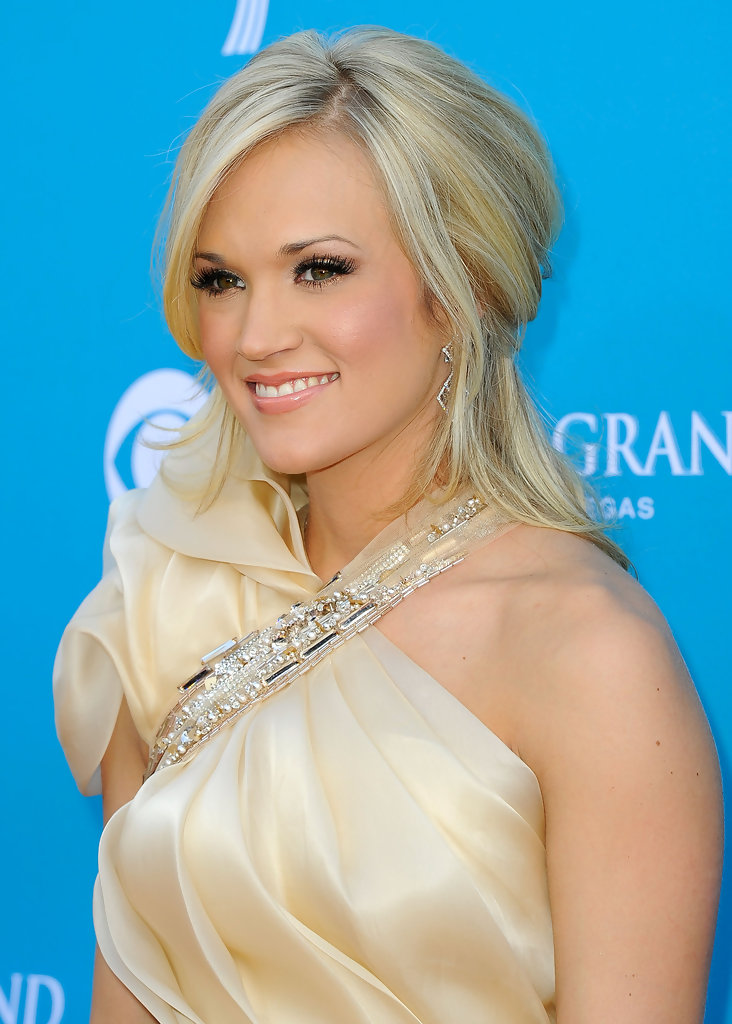 more pics of carrie underwood half up half down 8 of 13