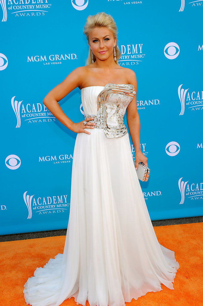 Carrie Underwood, Brad Paisley, Julianne Hough Nominated ...