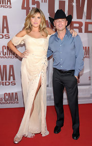 Grace Potter added her own touch to her ivory gown with added sparkling stones for the CMA Awards.