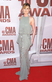 Jennifer Nettles is not one to disappoint on the red carpet! The Sugarland starlet stepped onto the red carpet in a gray chiffon Naeem Khan evening gown with a drop-waist for the CMA Awards. A soft updo finished off her dazzling look.