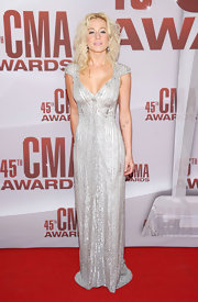 Kellie Pickler channeled Old Hollywood glamour in an elegant beaded gown for the CMA Awards.