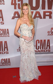 Sandra Lee shined in a bead-encrusted white gown with a tulle overlay at the CMA Awards. She wore her enviable glowing locks down and carried a glittering clutch for the occasion.