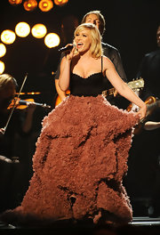 Natasha Bedingfield wore this thickly textured skirt with a black corset for her performance at the CMA Awards.