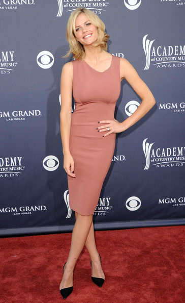 http://www1.pictures.stylebistro.com/gi/46th+Annual+Academy+Country+Music+Awards+Arrivals+36f_P74jOb_l.jpg