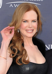 Nicole Kidman was all smiles on the red carpet in vintage cushion-cut diamond cluster pendant earrings.