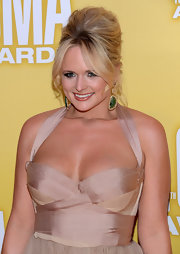 Gorgeous emeralds and glistening diamonds added a subtle sense of luxury to Miranda Lambert's look.