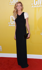 Faith Hill looked elegant in a streamlined black gown with white pouf sleeves.