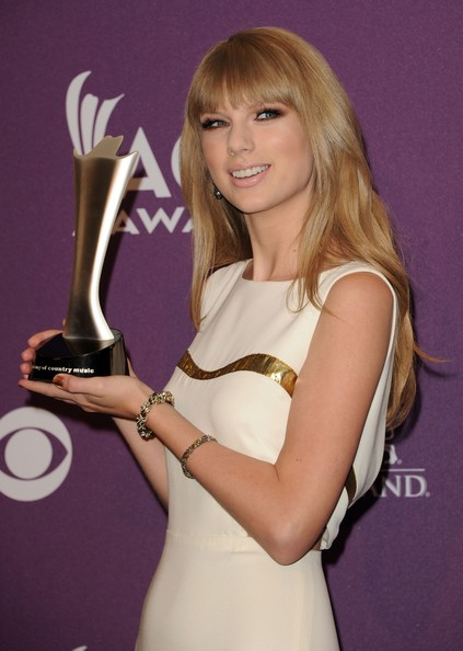 More Pics of Taylor Swift Long Straight Cut with Bangs (1 of 8) - Taylor Swift Lookbook - StyleBistro