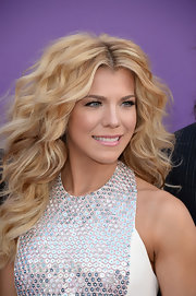 We just love Kimberly Perry's long natural curls, don't you?