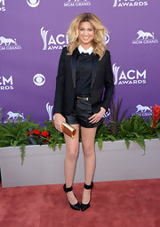 Tori Kelly paired a black blazer over her black-and-white button down and leather shorts for a cool and contemporary look.