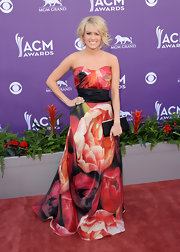 Carrie Underwood chose a gorgeous floral print, strapless gown for her bold and elegant red carpet look at the 2013 ACM Awards.