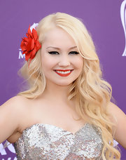 RaeLynn stuck to her signature waves at the 2013 ACMs, but this time the young singer opted for a bright red rose hair piece to pin back some of her lovely locks.