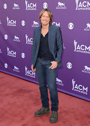 A pair of classic, straight-leg jeans kept Keith Urban's red carpet look casual and cool.