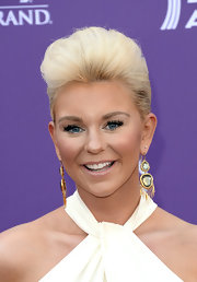 Jaida Dreyer still stuck to county big hair but gave it a modern twist with this puffed pompadour.