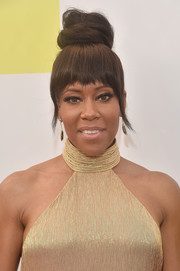 Regina King styled her hair into a top knot with choppy bangs for the NAACP Image Awards.