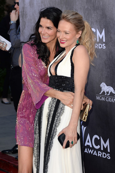 Angie Harmon and Jewel Share a Sweet Moment on the Red Carpet in 2014