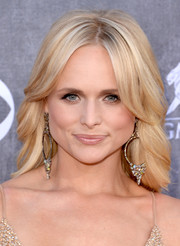Miranda Lambert looked oh-so-lovely with her center-parted waves at the ACM Awards.