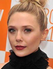 Elizabeth Olsen's pretty berry-stained lips were perfectly paired with her soft, muted eyeshadow and dramatic black dress.