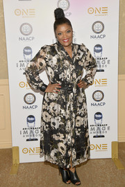 Yvette Nicole Brown styled her dress with a pair of black open-toe booties.