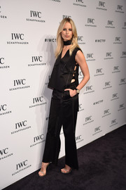 Karolina Kurkova matched her top with a pair of straight-cut pants.