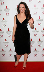 Kristin Davis added a pop of color to her black cocktail frock with red satin peep-toe pumps.