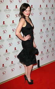 Elisabeth Moss accessorized her fitted beaded frock with classic black satin pumps.
