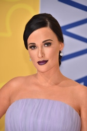 Kacey Musgraves finished off her look with a pair of diamond drop earrings.