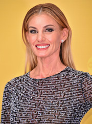 Faith Hill opted for a loose straight style when she attended the CMA Awards.