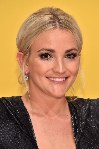 Jamie Lynn Spears kept it classic with this loose center-parted bun at the CMA Awards.