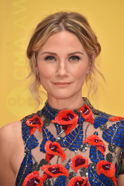 Jennifer Nettles sported a romantic center-parted updo at the CMA Awards.