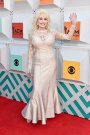 Dolly Parton chose a cream-colored mermaid gown with a lace bodice and a studded skirt for the Academy of Country Music Awards.