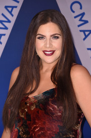 Hillary Scott opted for a simple straight 'do with an off-center part when she attended the 2017 CMA Awards.